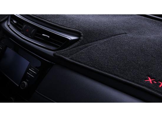 Коврик на приборную панель для Nissan X-Trail 3 2013-н.в.