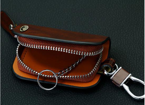 Кожаный чехол для ключей на подвижном карабине